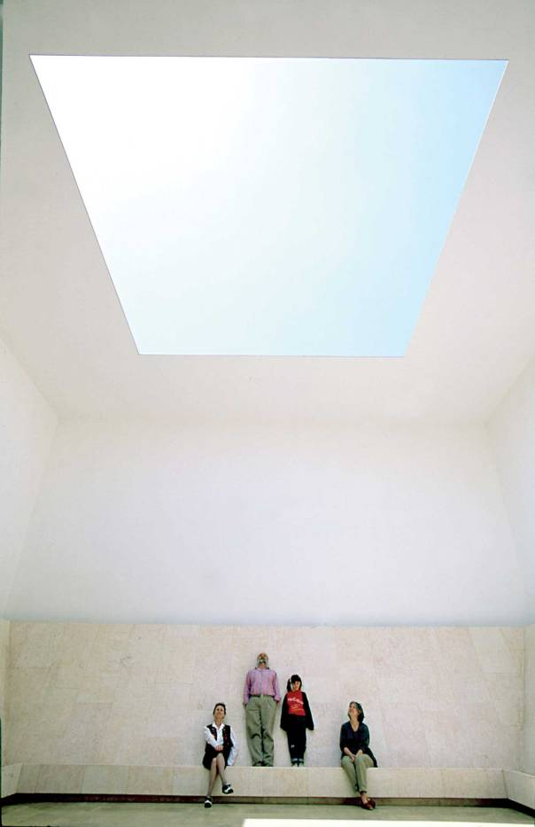 מוציא את האור מתפקידו המסורתי.  החלל הרואה, 1992.