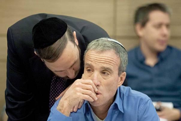 """לפי החוק המוצע בתי הדיון לגיור יטפלו אך ורק באזרחי ישראל. ח""""כ אלעזר שטרן עם ח""""כ אריאל אטיאס צילום: פלאש 90"""