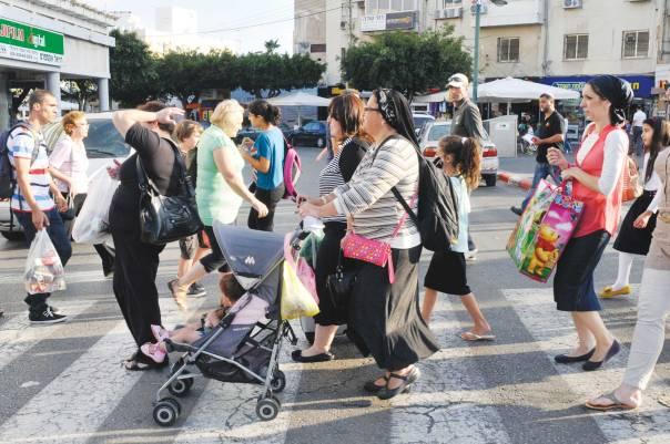 דבקנו בתפיסה החרדית; שממה של צביון דתי ירדה על העיר. נתניה, 2014 צילום: סרג אטל, פלאש 90