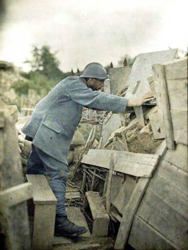 במלחמה, המוות הוא המנצח הגדול. חייל במלחמת העולם הראשונה, צרפת, 1917