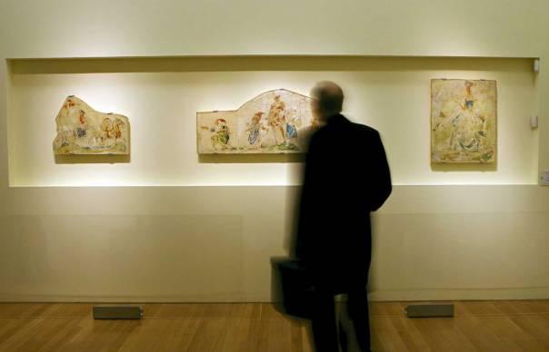 יצירתו מפעפעת אל יצירותיהם. תערוכת ציורים של ברנו שולץ במוזיאון יד ושם בירושלים, 2009  צילום: EPA