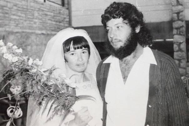 כמה לנבואה ולרוח הקודש. הרב אורי ושולמית זומר ביום חתונתם ב אדיבות המשפחה