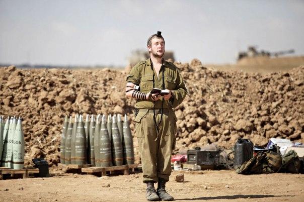 חייל ברצועת עזה במהלך מבצע צוק איתן. צילום: אי. פי. אי.