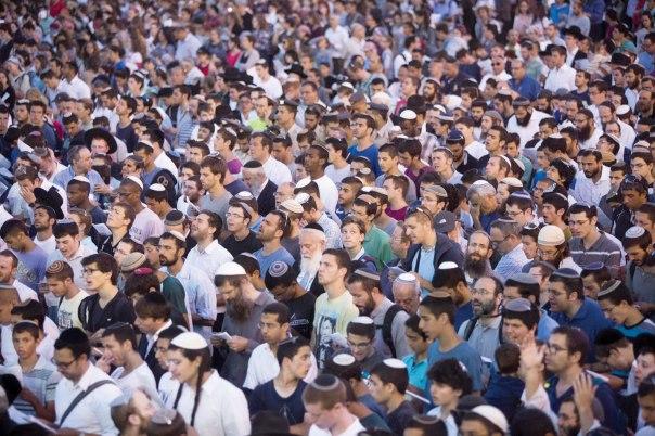 עצרת תפילה בכותל למען הנערים צילום: אי.פי.אי