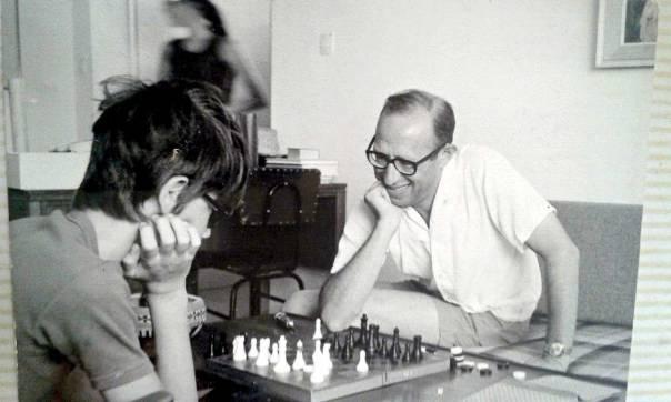 שלו והבן ענר משחקים שחמט