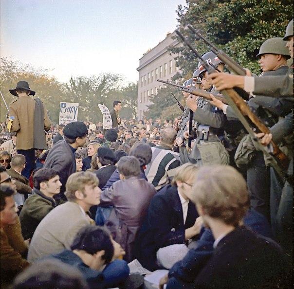 מטרת אי־הציות היא לתרום למדינה. הפגנה נגד מלחמת וייטנאם בפנטגון, 1967