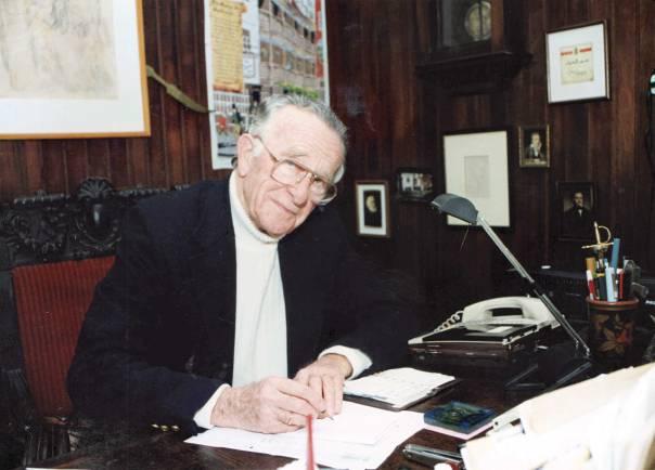 כיסופים למציאות אלטרנטיבית. יעקב אורלנד, בתמונה שצולמה לרגל קבלת פרס ישראל, 1994 צילום: מיכה קירשנר