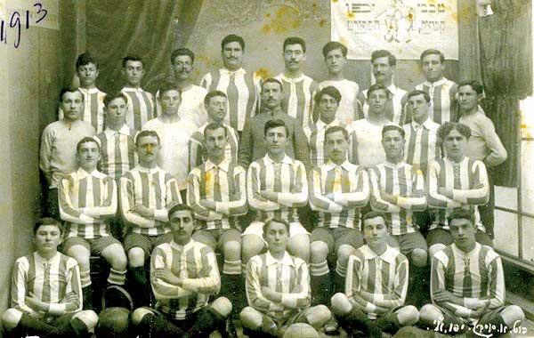 בעמוד ממול: ניצחון וגבורה והדר. שחקני מכבי תל אביב, 1913