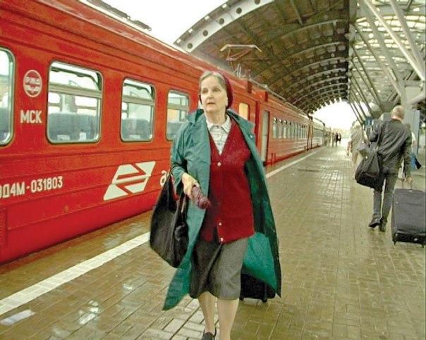 הרבנית פייגה בדרך  לאירוע קבלי ברוסיה צילום: מתוך הסרט