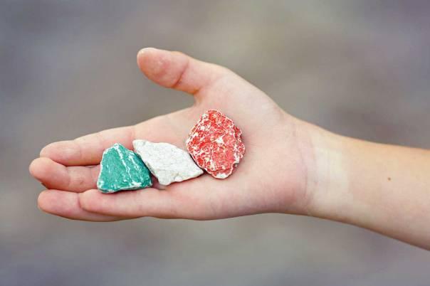אבנים יפות כסימני דרך אילוסטרציה: שאדטרסטוק