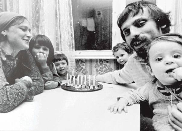 חגיגת חנוכה לאנשי מחניים בבית משפחתה של רות, מוסקבה, 1986