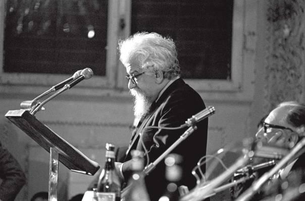 דיאלוג מלא חיות ותסיסה. ר' אברהם יהושע השל, 1969  צילום: גטי אימג'ס