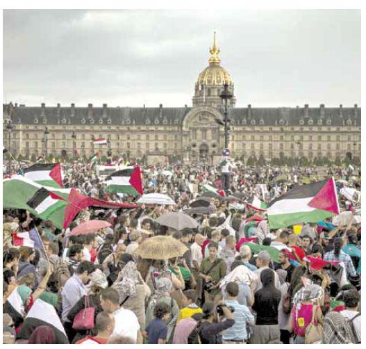 חרם הנפט היה הניצוץ שהבעיר את המלחמה האירופית המדינית נגד ישראל. הפגנה פרו־פלשתינית בפריז, אוגוסט 2014 צילום: אי.פי.אי