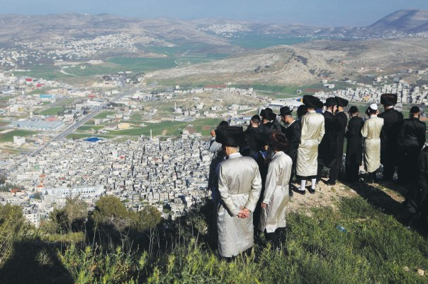 מבט לקבר יוסף מראש הר גריזים, 2013  צילום: פלאש 90