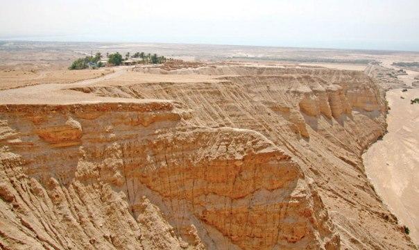 צומת ונקודת דרך חשובה. האתר הארכאולוגי, אזור המערות ונחל קומראן  צילום: תמר הירדני