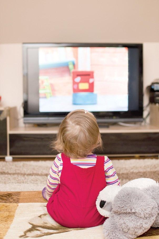 לא מסכימים לקבל תלמיד שהוריו מחזיקים טלוויזיה צילום אילוסטרציה: שאטרסטוק