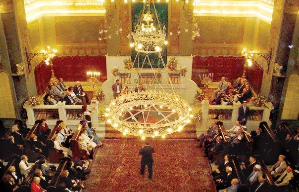 """""""הייתה במצרים קהילה של 70 אלף יהודים, היום יש שם ארבעה, אולי שבעה"""". בית הכנסת """"שער השמיים"""" בקהיר, 2007 צילום: אי.אפ.פי"""