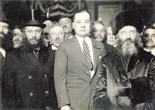 """הרב קוק בראש משלחת רבנים  לארה""""ב, עם ראש עיריית ניו יורק ויליאם אודוויר, 1924"""