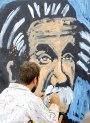 גאון עולמי, גיבור לאומי | דודמלמד