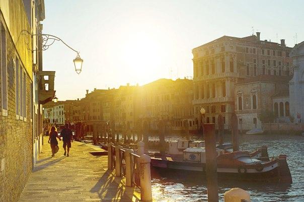 עם שתיקות לא בונים רומן היסטורי. זוג באיטליה צילום אילוסטרציה: שאטרסטוק