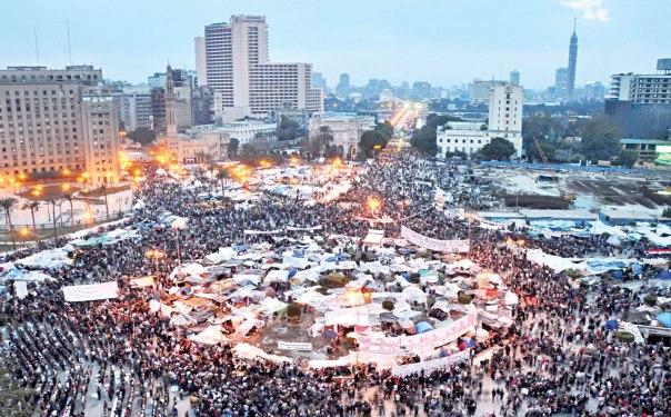 מתקהלים בכיכר תחריר, 2011 צילום: Jonathan Rashad