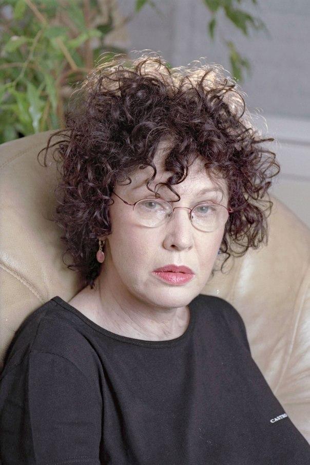 """לכל איש יש מדיאה, שאיתה עליו להתמודד ושעליה יש לו לגבור. דליה רביקוביץ, 1999 צילום: דן פורגס, לע""""מ"""