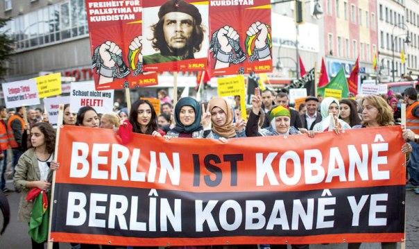 הן דווקא לא הצטרפו. מפגינות נגד דאעש בברלין צילום: רויטרס