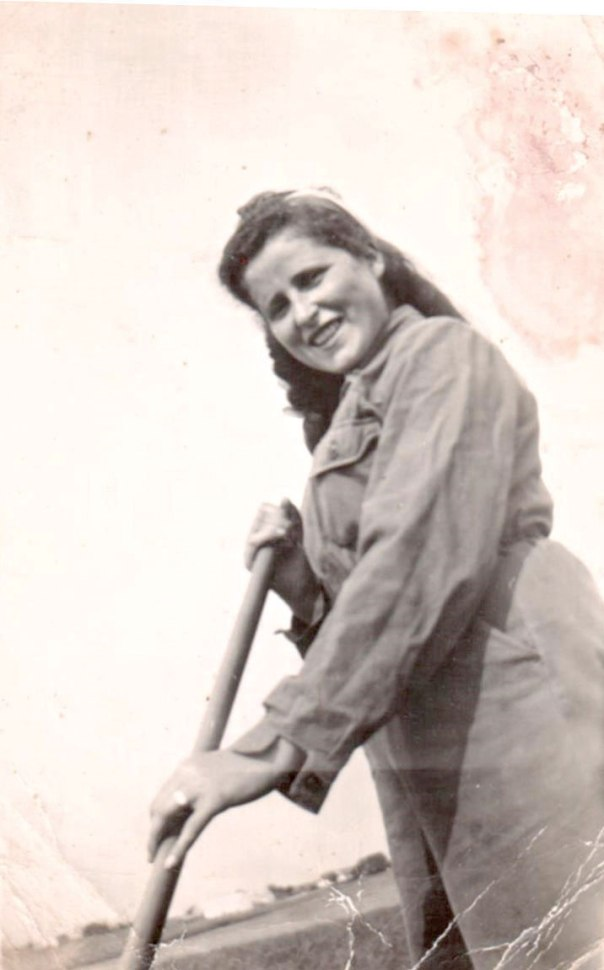 הייתי מוותרת על כל התמונות לו ניתנה לי תמונה אחת של קרוביי. רות במחנה ההכשרה בשוודיה, 1945 צילום: באדיבות המשפחה