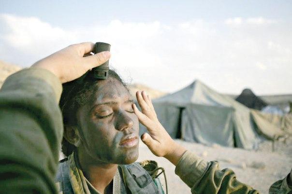 """האם נשים בתפקידים קרביים משפרות את היעילות הקרבית? לוחמת בקורס מדריכות חי""""ר צילום: אביר סולטן, פלאש 90"""