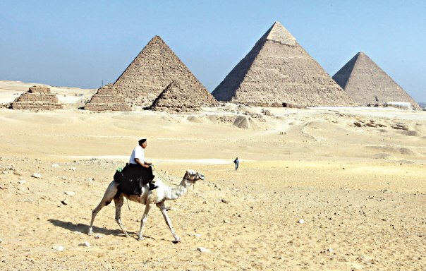 סכנת התבוללות ריחפה מעל עם ישראל. הפירמידות בגיזה, מצרים צילום: אי.פי.אי