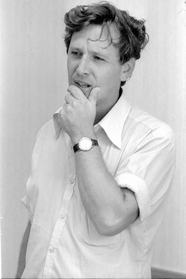 """מרד ברקע הרוויזיוניסטי. עמוס עוז, 1973 צילום: הרמן חנניה, לע""""מ"""