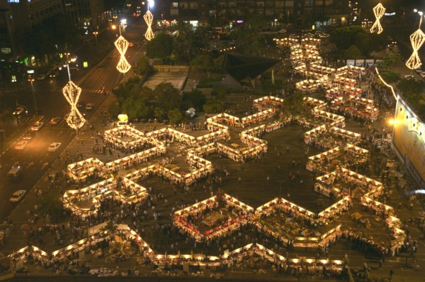 """שבוע הספר העברי בכיכר רבין, תל אביב, 1999  צילום: משה מילנר, לע""""מ"""