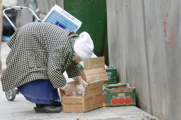 מחסור בכסף יכול להוביל להחלטות שיוצרות עוני נוסף. ירושלים, 2015 צילום: נתי שוחט, פלאש 90
