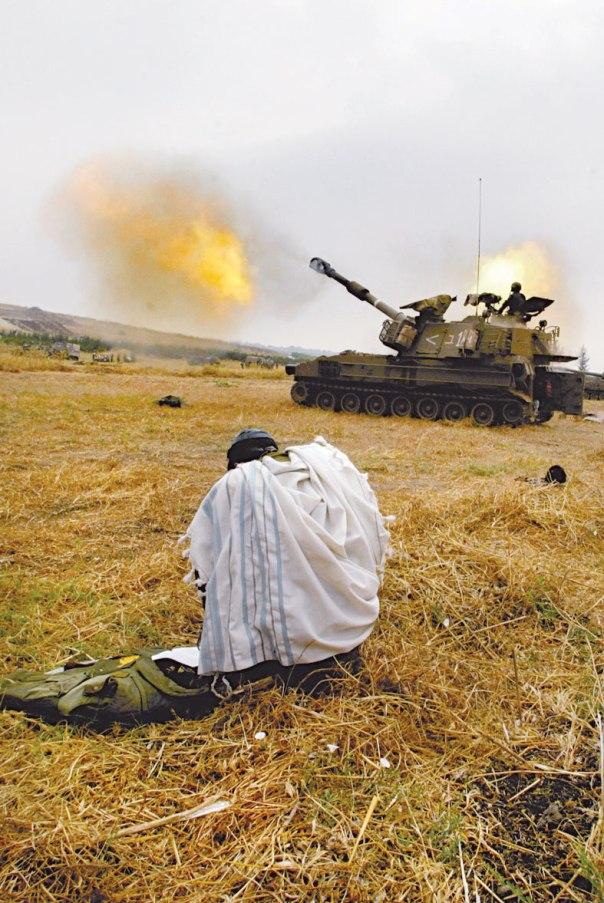 הארת הצדדים הרוחניים והמוסריים של נושא המלחמה. דרום לבנון, 2006 צילום: אוליבר פיטוסי, פלאש 90