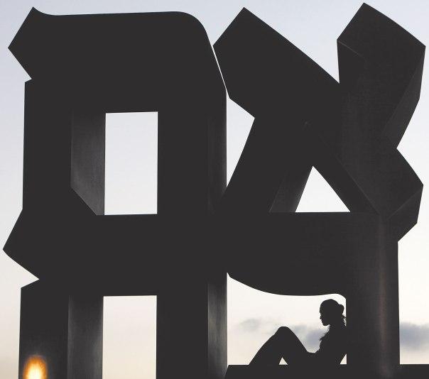 """הנתינה מובילה לאהבה. הפסל  """"אהבה """" של רוברט אינדיאנה בגן הפסלים של מוזיאון ישראל, ירושלים צילום: מרים אלסטר, פלאש 90"""