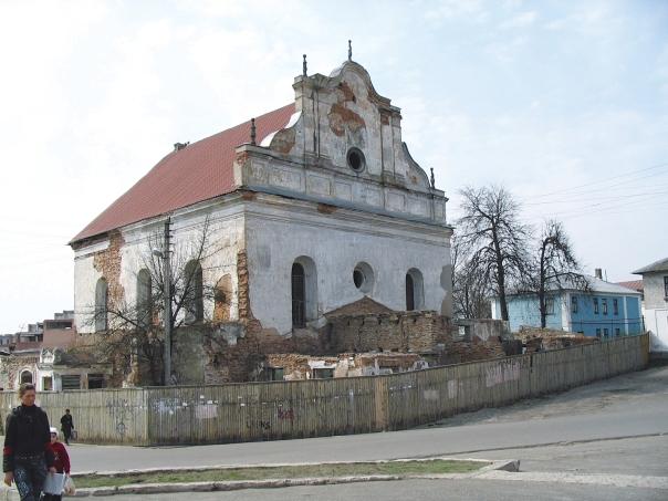 מיזוג בין יסודות חסידיים וליטאיים. בית הכנסת העתיק בעיר סלונים