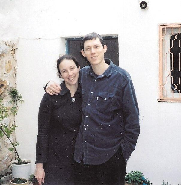 אהבה היא להיות כולך בתוך היד של מישהו אחר. גדעון לב וליאת, 2003 צילום: מירי בר-זיו לוי