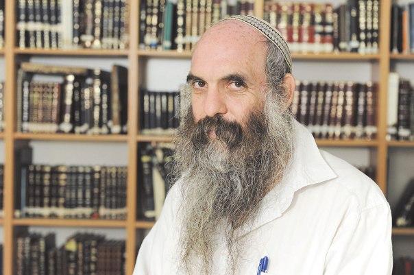 הרב יהושע שפירא: הגיע אלינו איש מחשבים שלא הצליח להיגמל מנפילות לאתרים לא צנועים. החונך שלו הורה לו לעזוב את העבודה. והוא אכן עזב. יש כאן התמודדות ותביעת בחירה - לא חוסר אונים