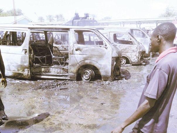 נאמנים לדעאש. זירת פיגוע שביצעו בוקו חראם בניגריה, 2014 צילום: אי.פי.אי