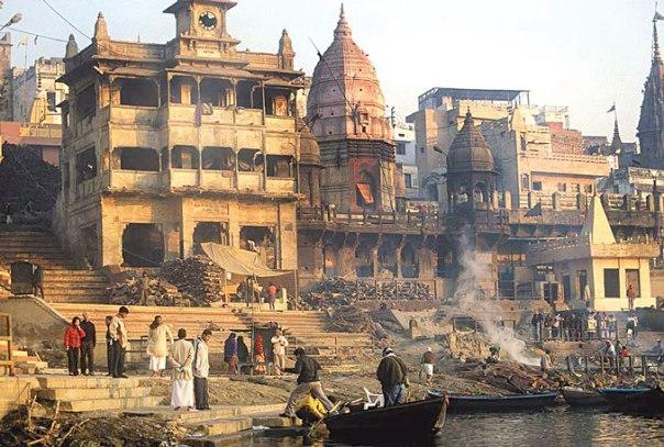 לא רק בהודו: גם רבה של רומא ביקש שישרפו את גופתו. שריפת גופות בורנסי, הודו צילום: סטיב אוונס