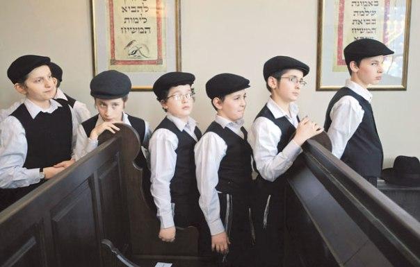 קהילות יהודיות חזקות וגדולות. אירוע פתיחת בית כנסת של הקהילה היהודית במלחובקה בפרברי מוסקבה  צילום: EPA