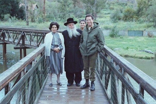 הרב גץ ואשתו אסתר עם האלוף יוסי בן חנן בחמת גדר, 1990