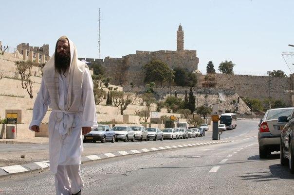 מתעטפים בטלית כמשה רבנו. ערב יום הכיפורים, ירושלים צילום: יוסי זמיר, פלאש 90