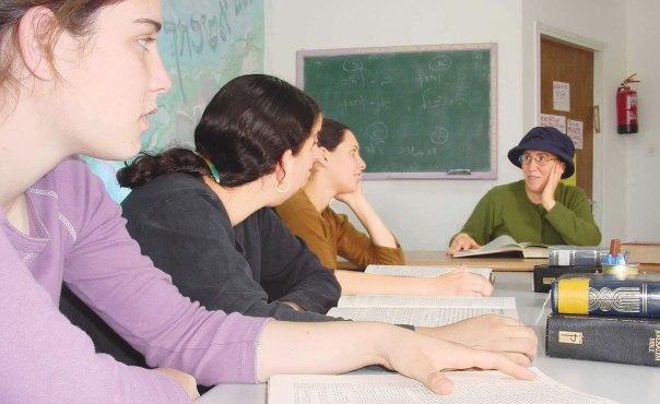יצירת כתובת הלכתית–נשית הינה קידוש השם גדול. הרבנית חנה הנקין, 2004  צילום: מרים צחי