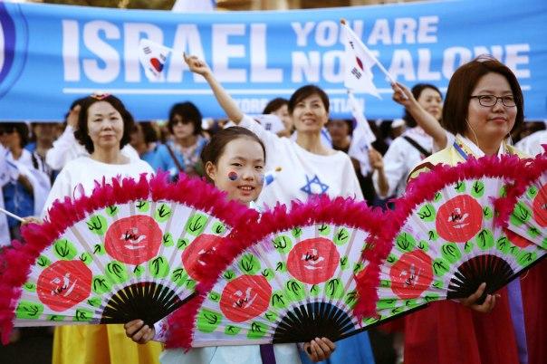 היחס לישראל וליהדות הוא יחס של הערכה. נשים מדרום קוריאה בצעדת ירושלים, סוכות 2014 צילום: אי.אפ.פי