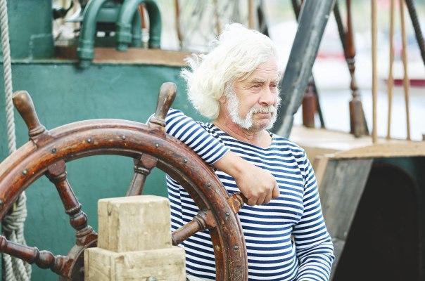 המנהל מנווט ספינה גדולה וצריך להביאה למחוז חפצה בשלום צילום אילוסטרציה: שאטרסטוק