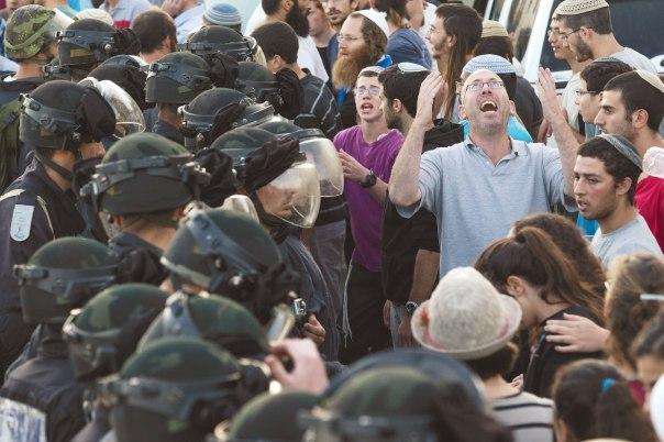 40% מהנשאלים השיבו שחיילים צריכים לסרב לפקודה לפנות יישובים יהודיים. הריסת בתי דריינוף בבית אל, יולי 2015 צילום: נתי שוחט, פלאש 90