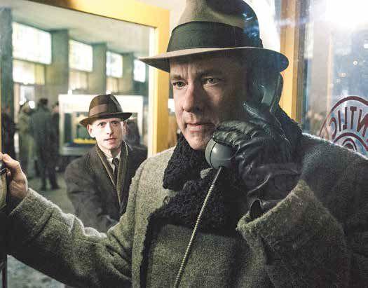 """חלקים גדולים מהסרט עוברים עליו בקור נוראי והצטננות. טום הנקס ב""""גשר המרגלים"""" צילום: יח""""צ"""