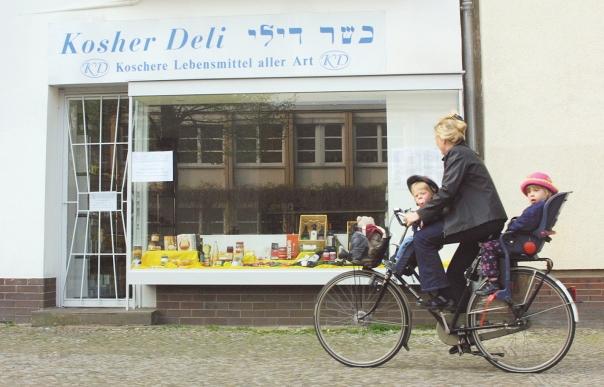 מה ישמור על עתידו של העם היהודי, הקו הביולוגי או הרוחני? ברלין צילום: גטי אימג'ס