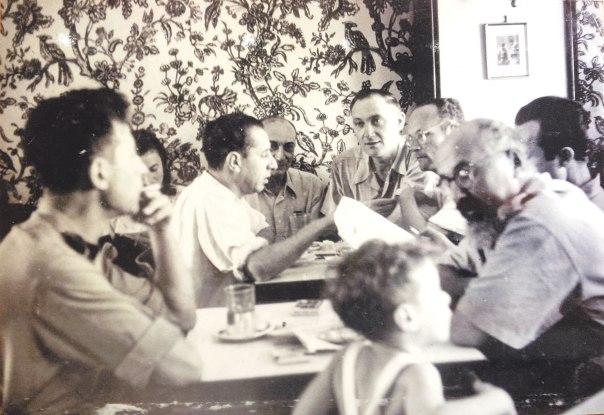 אמונה גדולה בצדקת המלחמה, נתן אלתרמן (במרכז התמונה), 1948